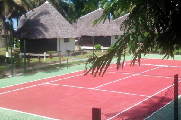 Terrain de tennis chez Hôtel Manda beach